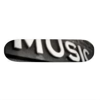 música monopatín personalizado