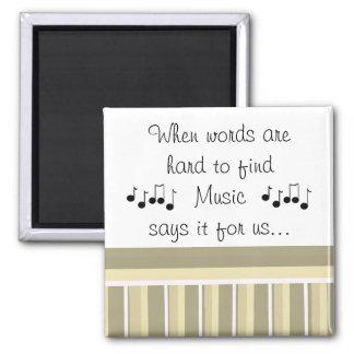 Música que dice con las notas musicales imán cuadrado