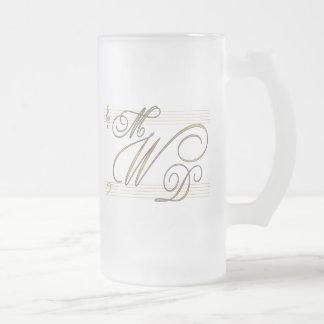 Músicos en logotipo del monograma del boda del taza de cristal