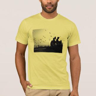 Musicos y palomas T-Shirt