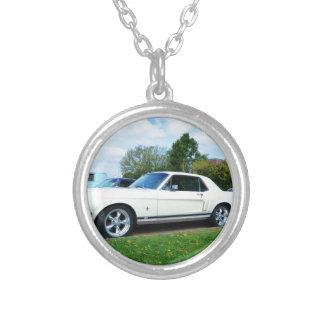 Mustango clásico de Ford Grimpolas