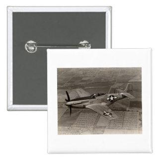 Mustango de WWII P-51 en vuelo Pin Cuadrada 5 Cm
