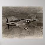 Mustango de WWII P-51 en vuelo Posters