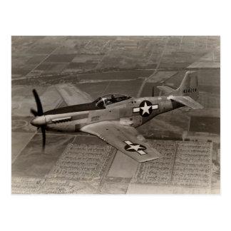 Mustango de WWII P-51 en vuelo Tarjetas Postales