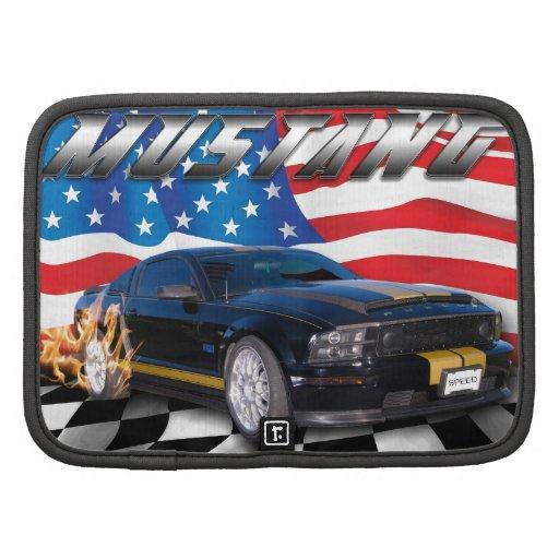 Mustango negro delante de la bandera americana organizador