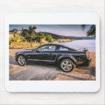 Mustango negro GT Alfombrillas De Ratón