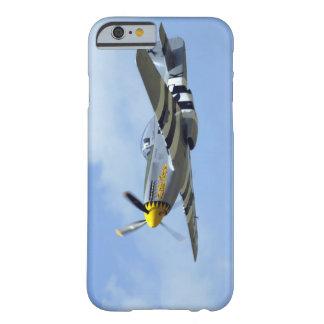 Mustango norteamericano de P-51D, pequeño caballo Funda De iPhone 6 Barely There