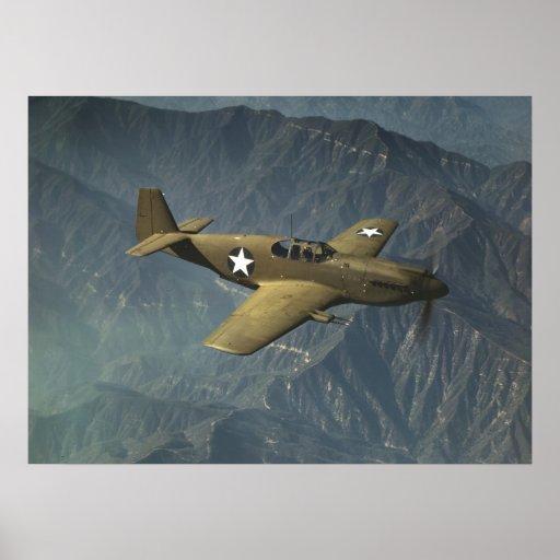Mustango P-51 en vuelo Póster