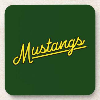 Mustangos en amarillo