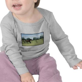Mustangos galopantes infantiles camisetas