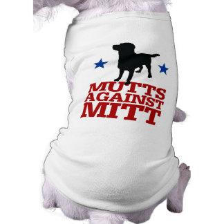 Mutts contra el mitón camiseta de mascota