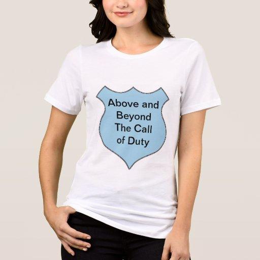 Muy por encima de la llamada de la insignia del de camisas