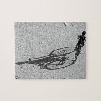 Myamar, Bagan, muchacho joven que monta una bici e Puzzles Con Fotos