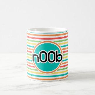 n00b, rayas brillantes del arco iris taza de café