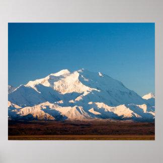 N.A., los E.E.U.U., Alaska.  El monte McKinley en  Impresiones