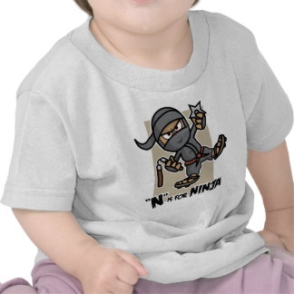"""""""N"""" está para la camiseta del niño de Ninja"""