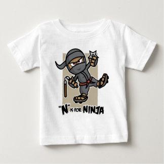 """""""N"""" está para la camiseta del niño de Ninja Playera Para Bebé"""