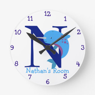 N está para Narwhal y el dormitorio de los Reloj Redondo Mediano