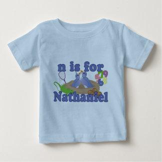 N está para Nathaniel Camiseta