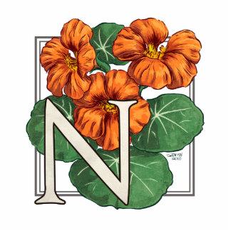 N para el monograma de la flor de la capuchina fotoescultura vertical