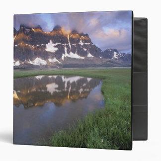 "NA, Canadá, Alberta, valle de Tonoquin. Jaspe Carpeta 1 1/2"""