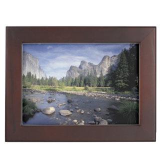 NA, los E.E.U.U., California, Yosemite NP, opinión Cajas De Recuerdos