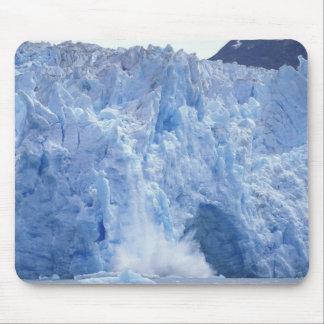 NA, USA, Alaska. Glacier crumbling into water Mouse Pad