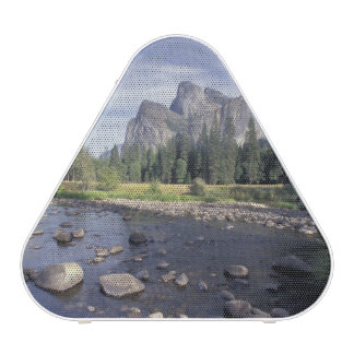 NA, USA, California, Yosemite NP, Valley view Speaker