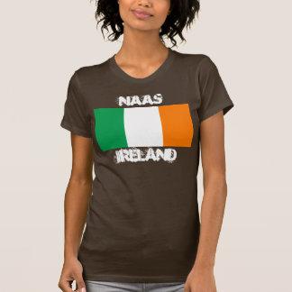 Naas, Irlanda con la bandera irlandesa Playeras