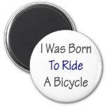 Nací montar una bicicleta imán de frigorífico