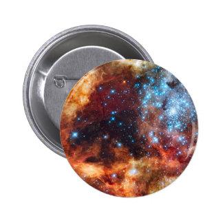 Nacimiento de las nubes cósmicas rojas del cúmulo