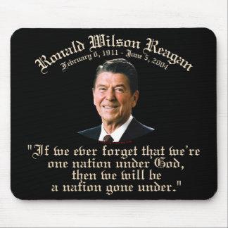 Nación de Reagan debajo de dios Tapetes De Ratones