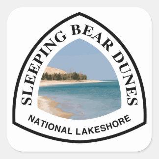 Nacional durmiente de las dunas del oso a orillas pegatina cuadrada