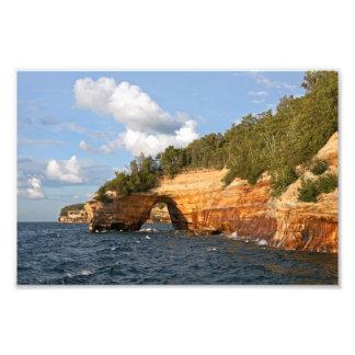 Nacional representado de las rocas a orillas del l fotografías