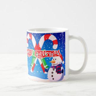 Nada es mejor que bebiendo de un muñeco de nieve taza de café