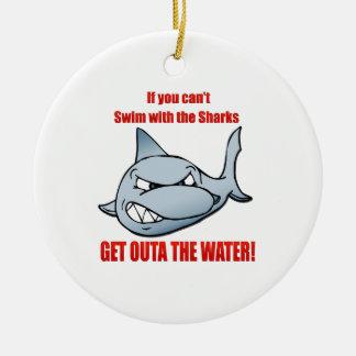 Nadada con los tiburones ornato