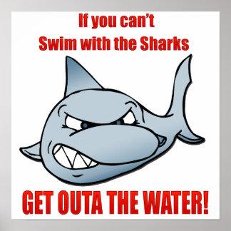 Nadada con los tiburones póster