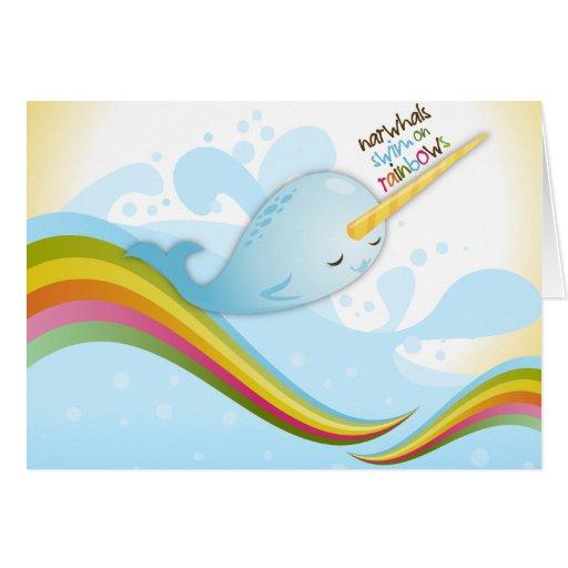 Nadada de Narwhals en tarjeta de los arco iris