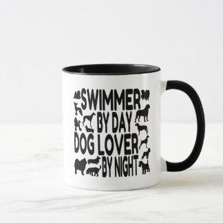 Nadador del amante del perro taza