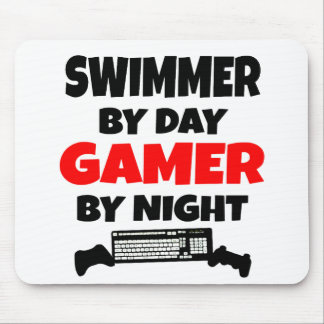 Nadador por videojugador del día por noche alfombrillas de ratones