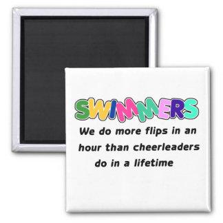 Nadadores y animadoras imán cuadrado
