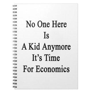 Nadie aquí es un niño que es más hora para Economi Libro De Apuntes