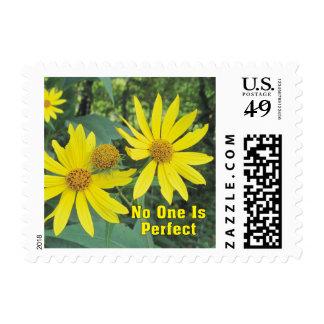 Nadie es franqueo amarillo perfecto de los timbre postal