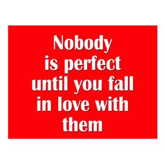 Nadie es perfecto hasta que usted caiga en amor co tarjeta postal