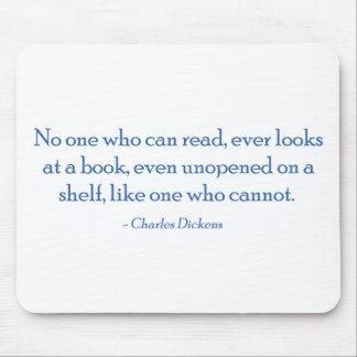 Nadie que puede leer, mira nunca un libro alfombrilla de ratones