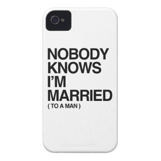 NADIE SABE que ESTOY CASADO CON UN HOMBRE - .png Case-Mate iPhone 4 Coberturas