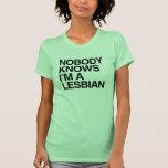 NADIE SABE que soy UNA LESBIANA - .png Camisetas