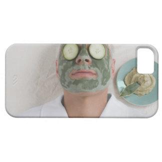 Nahaufnahme eines reifen Mannes, der sich mit eine iPhone SE/5/5s Case