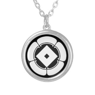 Nail puller in goka round pendant necklace