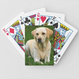 Naipes amarillos del labrador retriever baraja cartas de poker